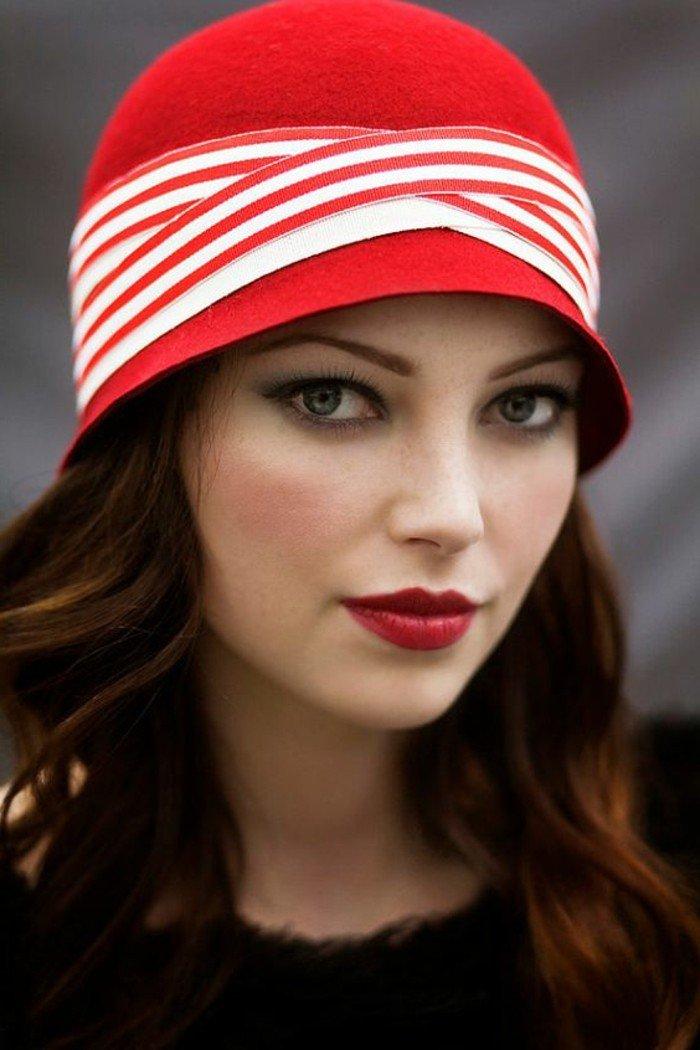 la-belle-femme-chapeau-rouge-cool-idée-comment-accessoiriser-vos-tenues