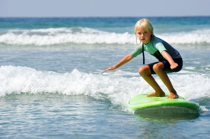 la-combinaison-intégrale-combinaison-de-surf-femme-vue-magnifique-idée-la-mer-enfnt-surf