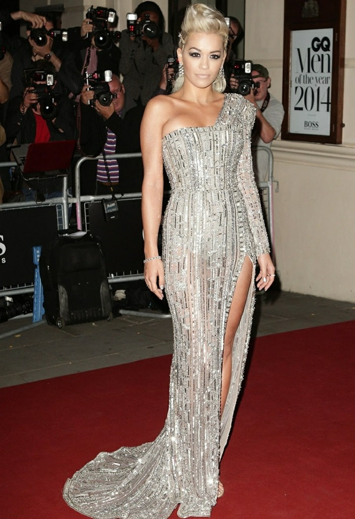la-jupe-en-cuir-officielle-cool-idée-tenue-rita-ora-red-carpet