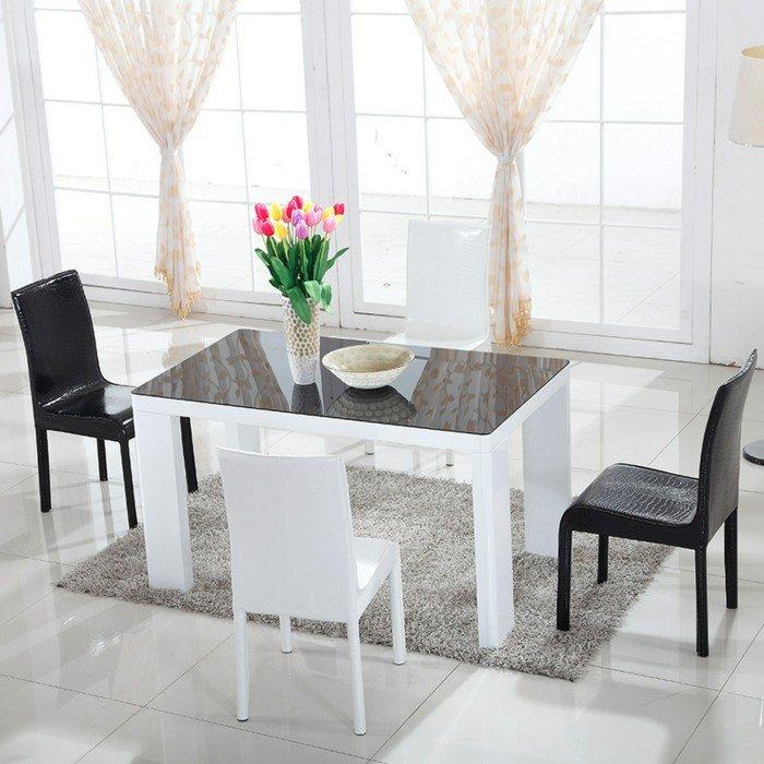 la-table-carrée-ensemble-table-et-chaise-cuisine-et-salle-à-manger-tulipes-sur-table-blanche-ikea