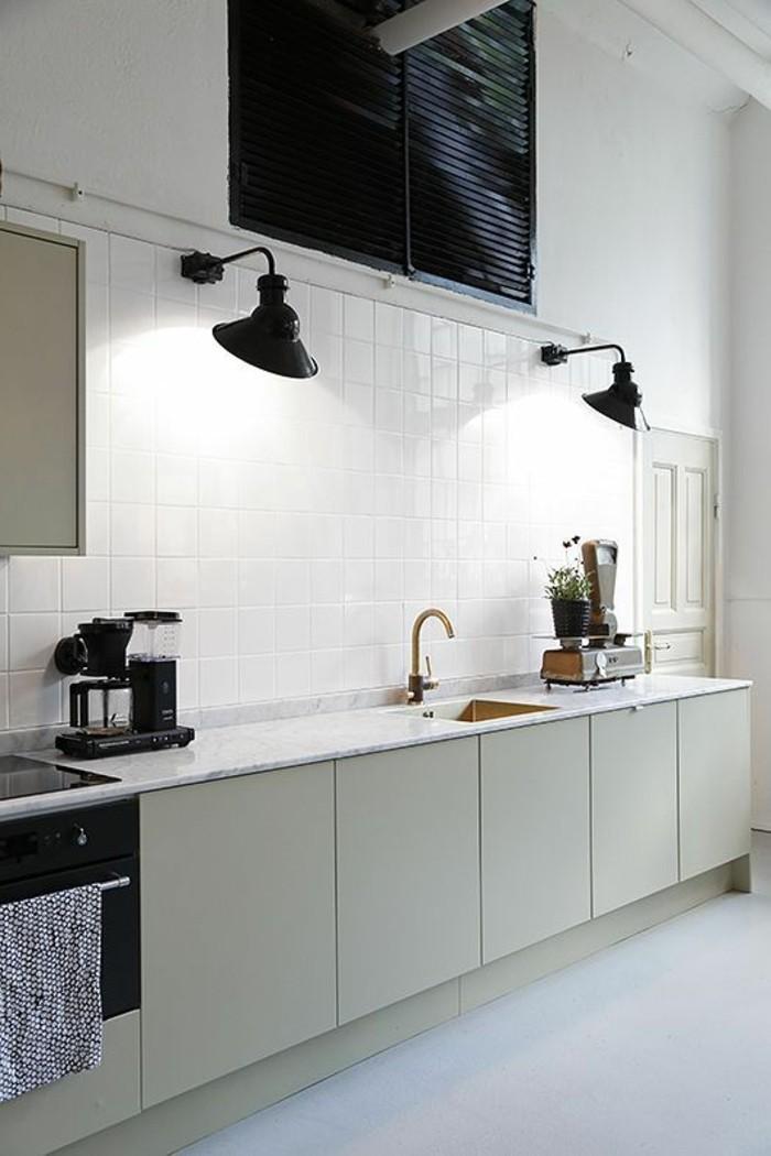 lampe-de-cuisine-en-fer-noir-comment-eclairer-la-cuisine-mur-en-carelage-blanc