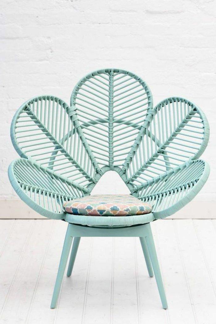 le-chaise-fauteuil-rotin-forme-fleur-bleu-couleur-enfant-bien-aménager-le-salon-luxueux-chaise-en-rotin