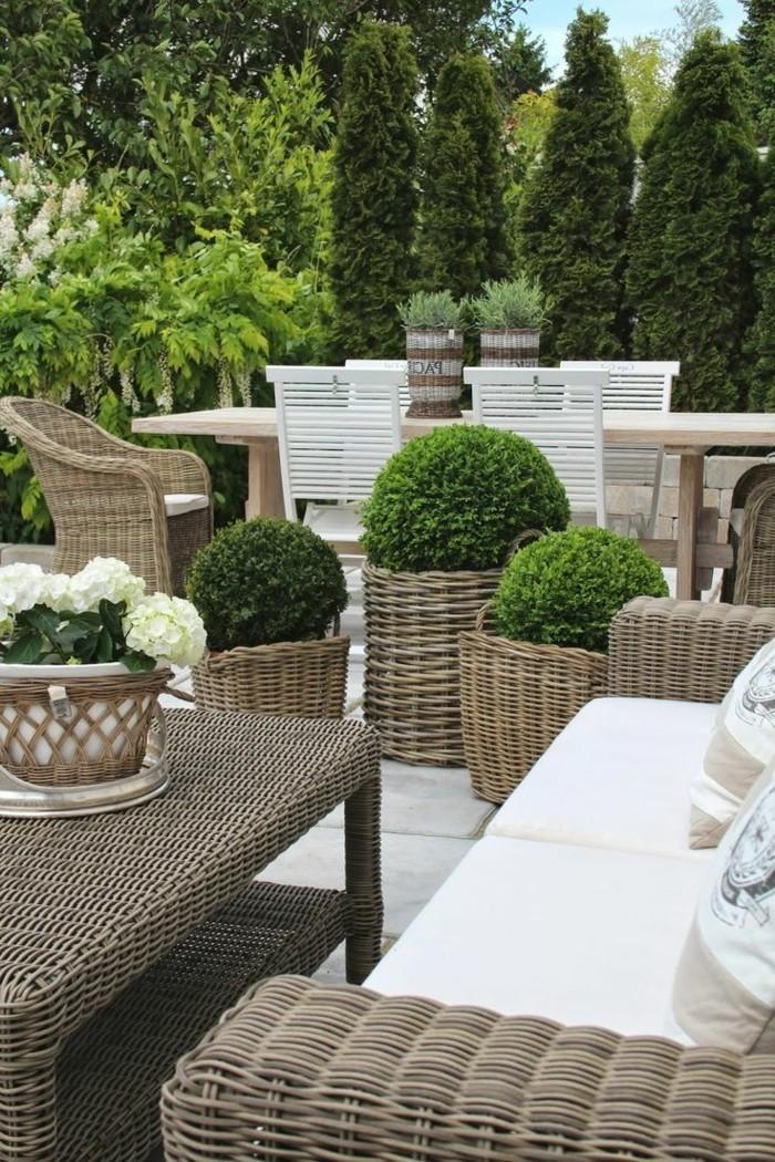 le-jardin-cool-bein-amenage-voir-les-meilleures-idées-design-chaises-en-rotin-chaise-osier-canape-rotin