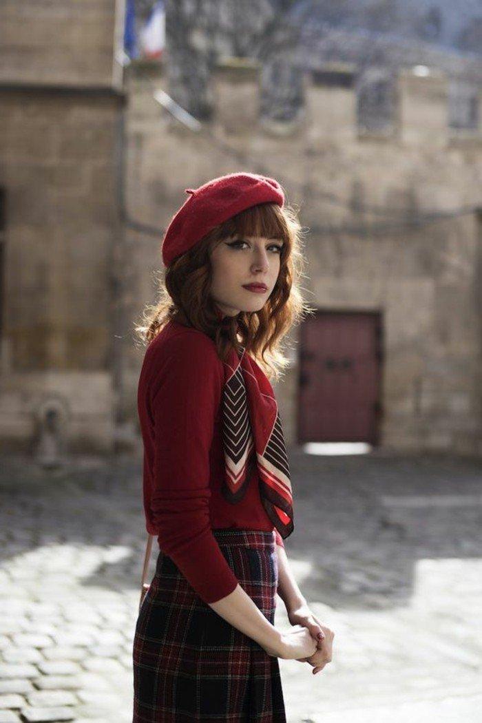 Comment Porter Le Chapeau Rouge Avec Du Style