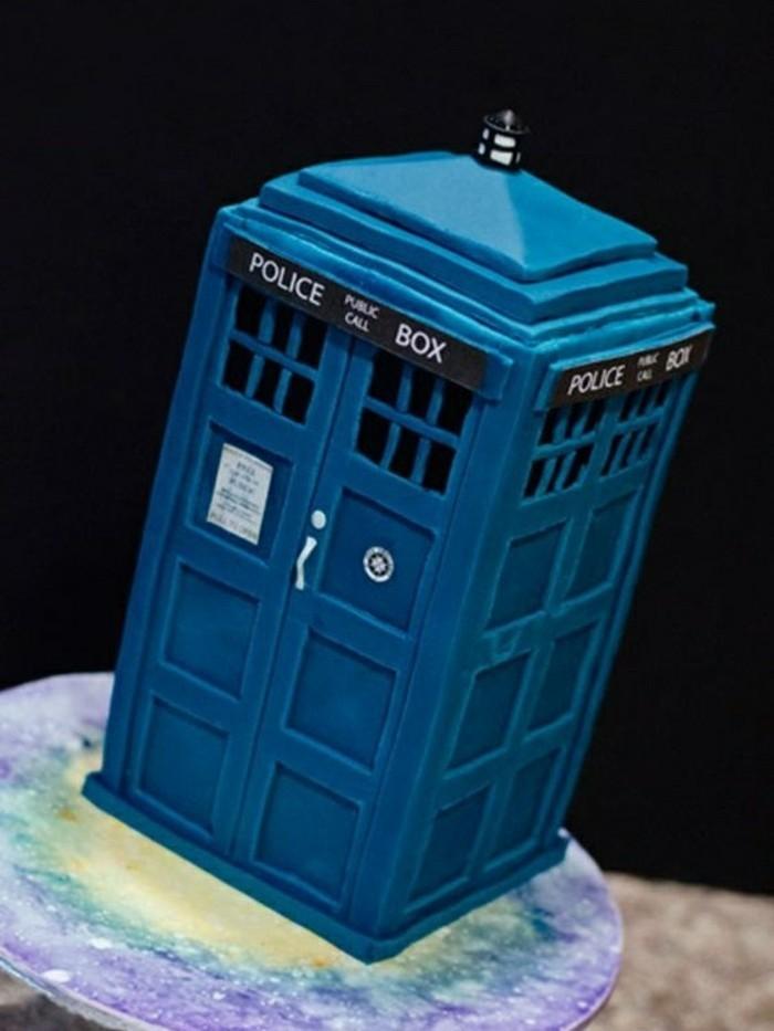 les-images-gâteau-anniversaire-gateau-anniversaire-garcon-cool-police-box-de-docteur-who