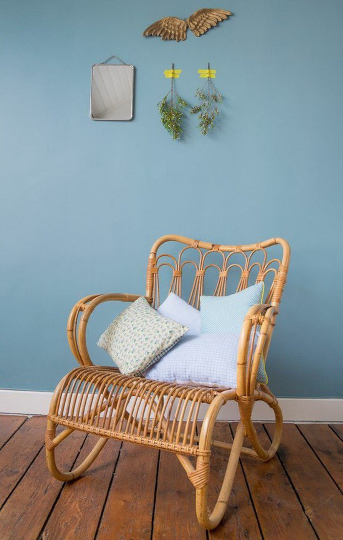 les-meilleurs-fauteuils-rotin-meuble-rotin-chaise-rotin-design-osier-meuble-rustique-bleu-mur