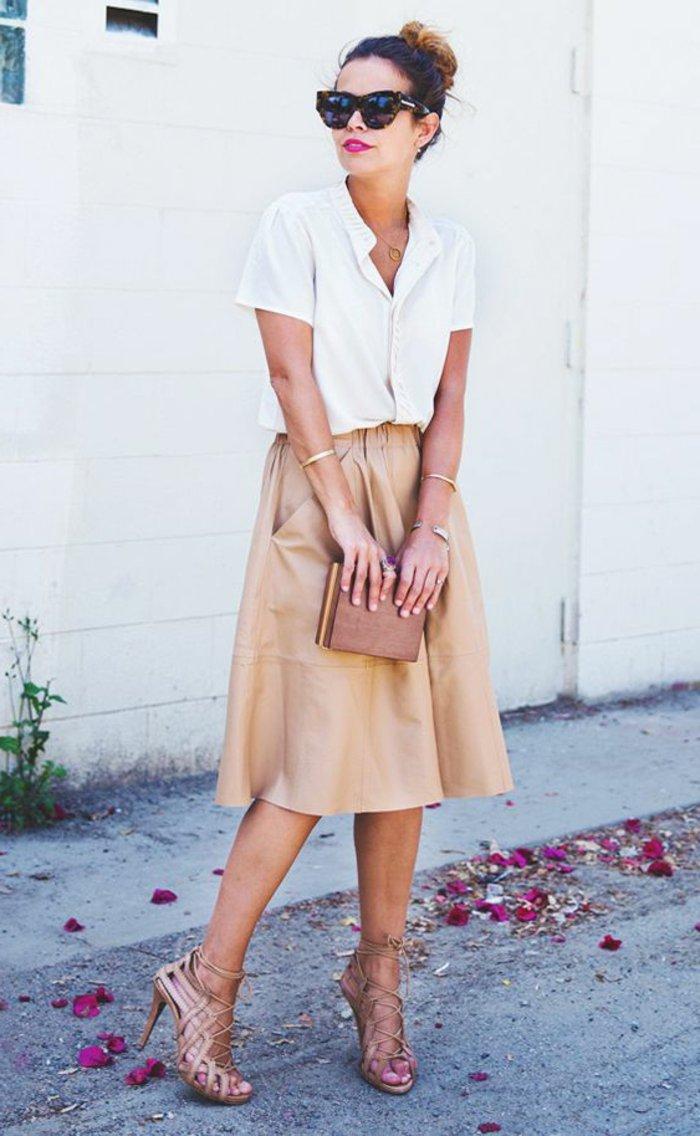 les-plus-cool-chemisiers-femme-chemise-à-carreaux-femme-tenue-de-jour-jupe-sandales-jupe-beige