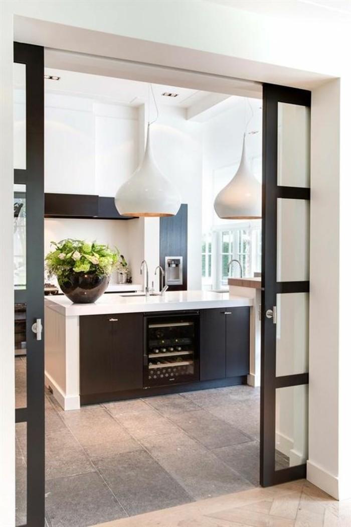 luminaire-de-cuisine-blanche-meubles-de-cuisine-carrelage-gris-murs-blancs-meubles