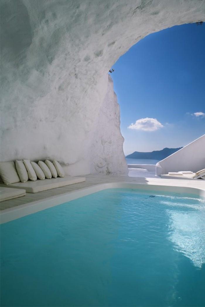 magnifiques-vacances-mykonos-merveille-eau-claire-a-la-piscine
