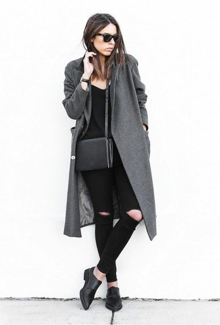 manteau-gris-pantalon-noir-femme-moderne-lunettes-de-soleil-noir-chaussures-noires