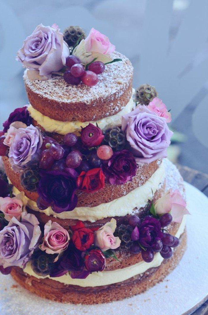 mauve-image-gateau-de-mariage-avec-fleurset-fruits-violet