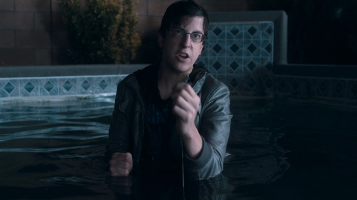 """FRIGHT NIGHT"" FF-004 Evil Ed (Christopher Mintz-Plasse) uses a crucifix in an attempt to stave off an attack from a vampire in ""Fright Night"", the Craig Gillespie-helmed revamp of the comedy-horror classic. ©DreamWorks II Distribution Co., LLC. ÊAll Rights Reserved."