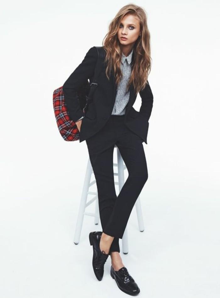 mocassin-femme-pas-cher-en-cuir-noir-femme-moderne-cheveux-marrons-tendances-de-la-mode