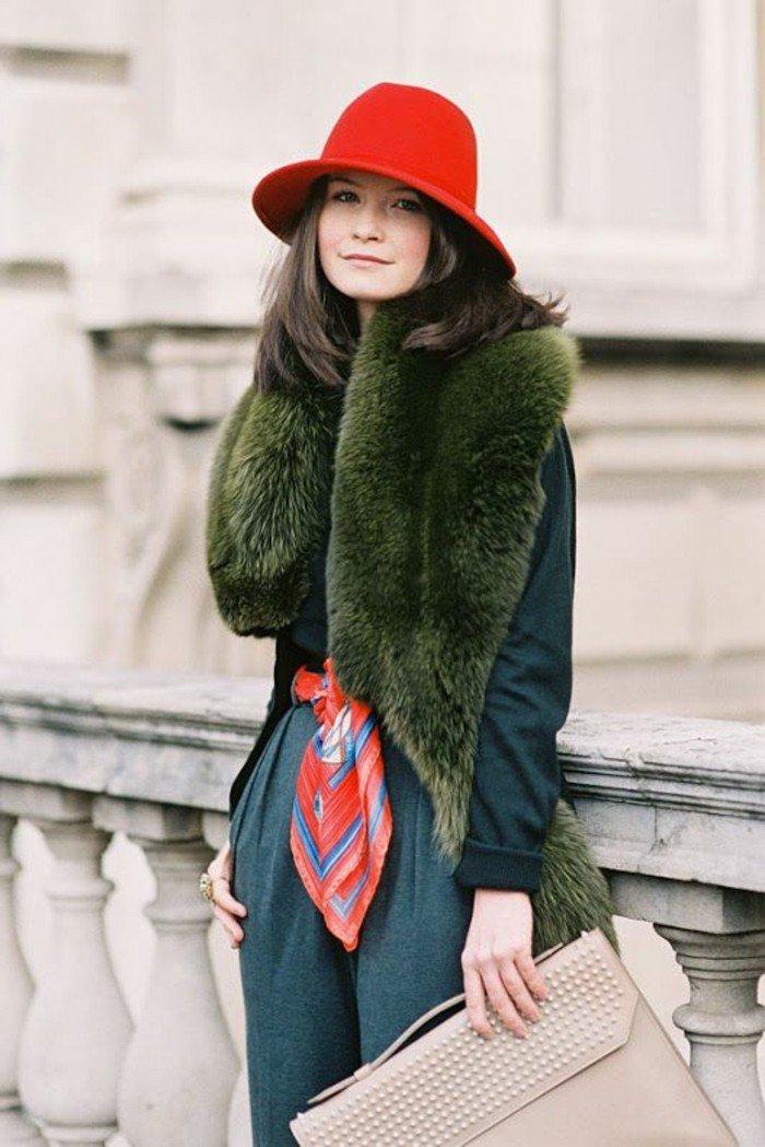 modèle-rouge-vermillon-chapeau-élégante-une-idee-à-representer