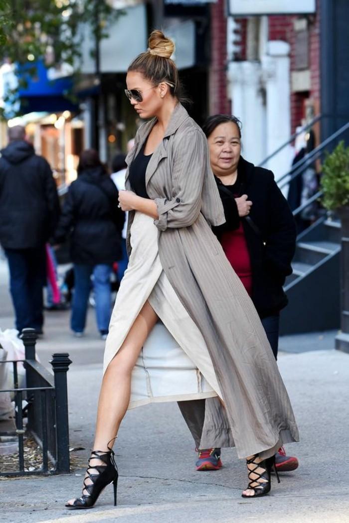 mode-de-la-jupe-mi-longue-tenue-de-jour-cool