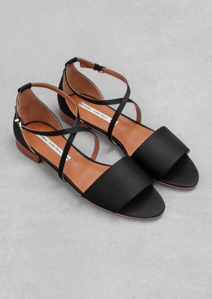 modele-elegant-sandales-noires-design-femme-tendances-2016-mode