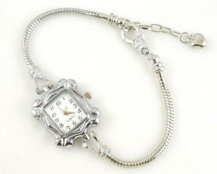 montre-originale-femme-bracelet-argent-resized