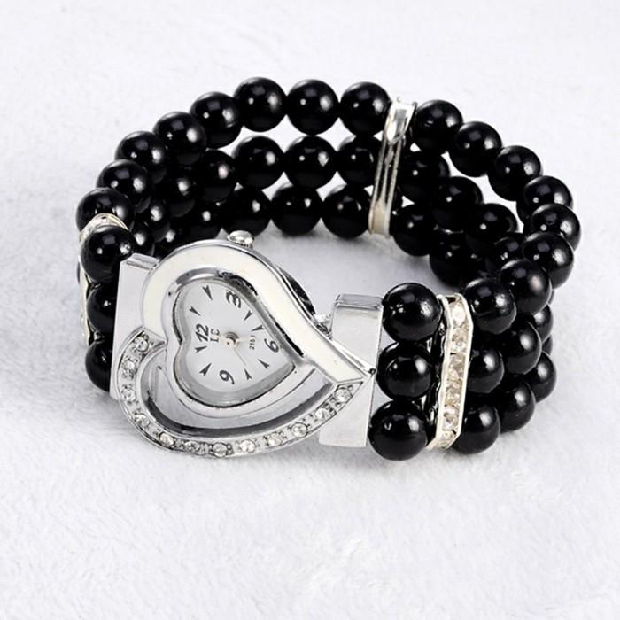 montre-originale-femme-bracelet-noir-coeur-resized