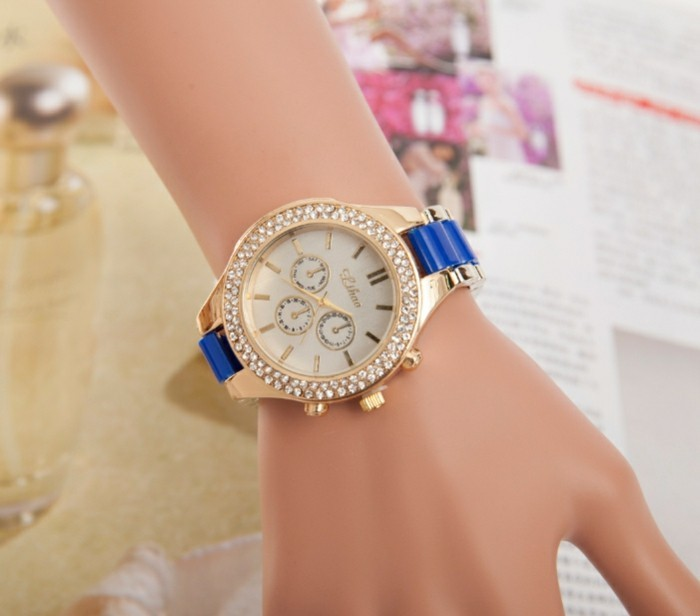 montre-originale-femme-doree-bleu-royal-resized