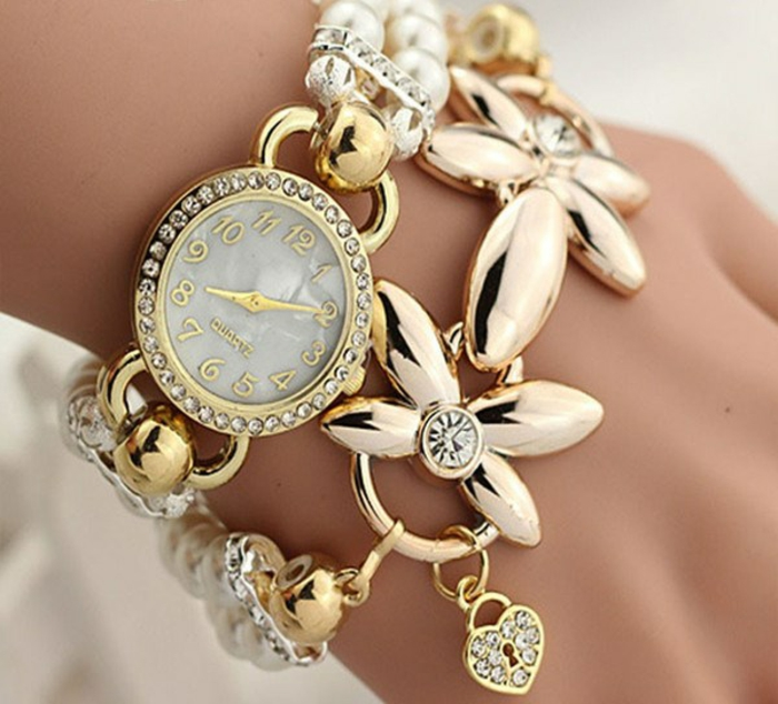 montre-originale-femme-doree-fleurs-perles-resized