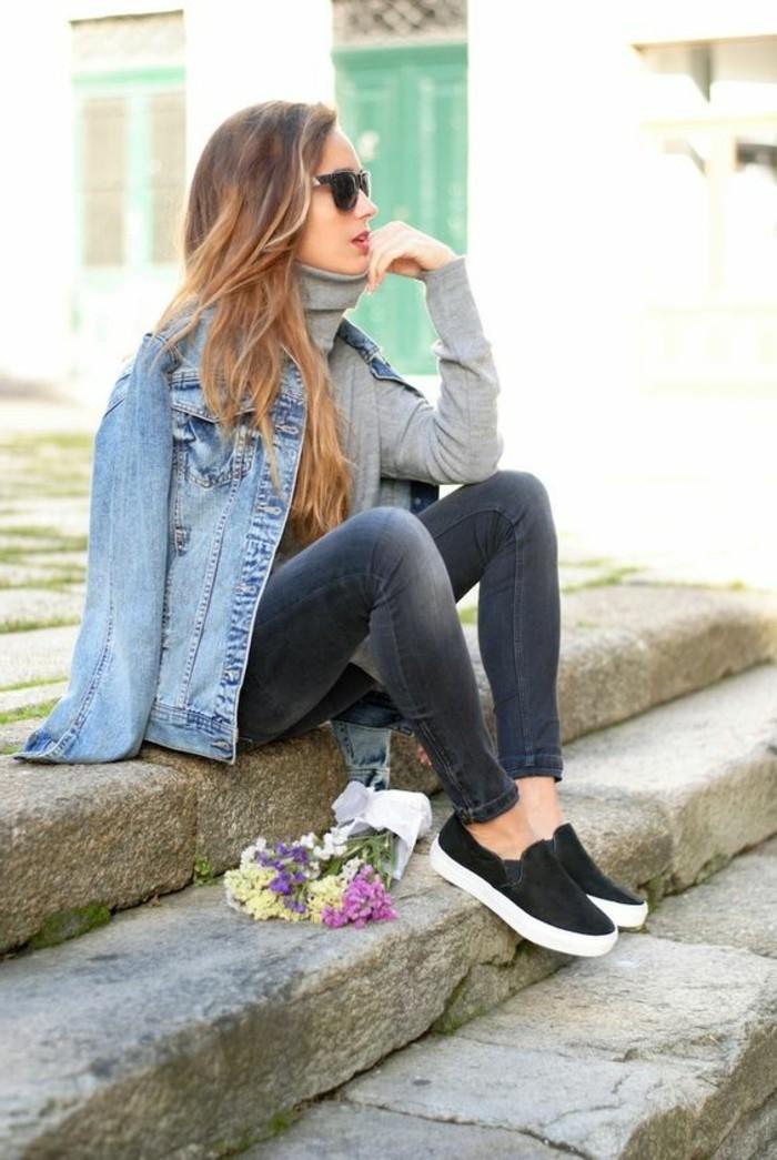 outfit-en-denim-pull-gris-femme-veste-en-denim-design-moderne-femme-tendances-de-la-mode-femme