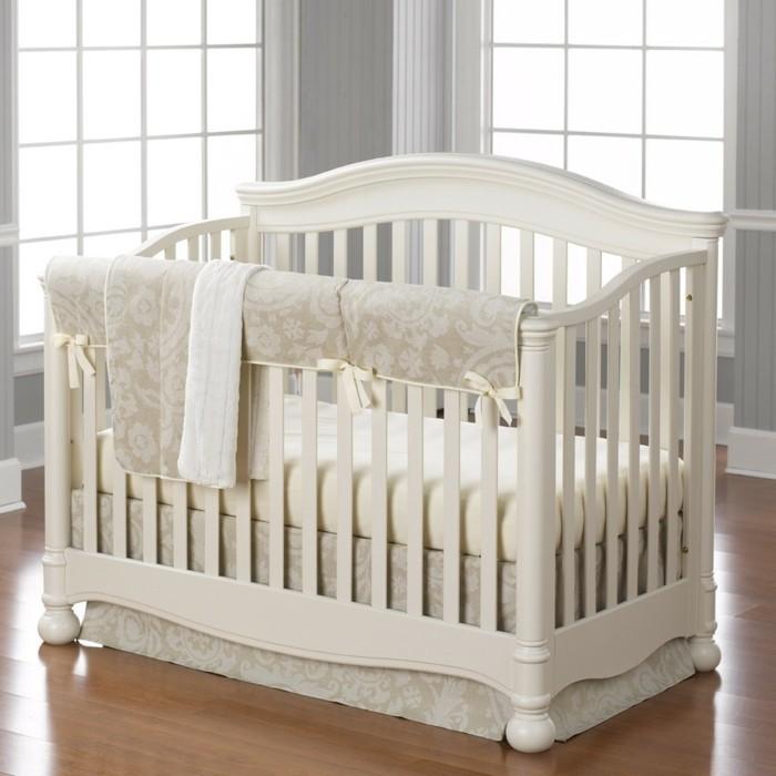 parure-de-lit-beige-pour-le-lit-bebe-en-bois-beige-le-meilleur-tour-de-lit-pas-cher