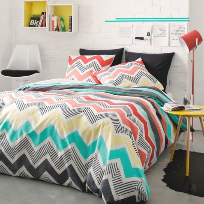 parures-de-lit-chambre-à-coucher-colorée