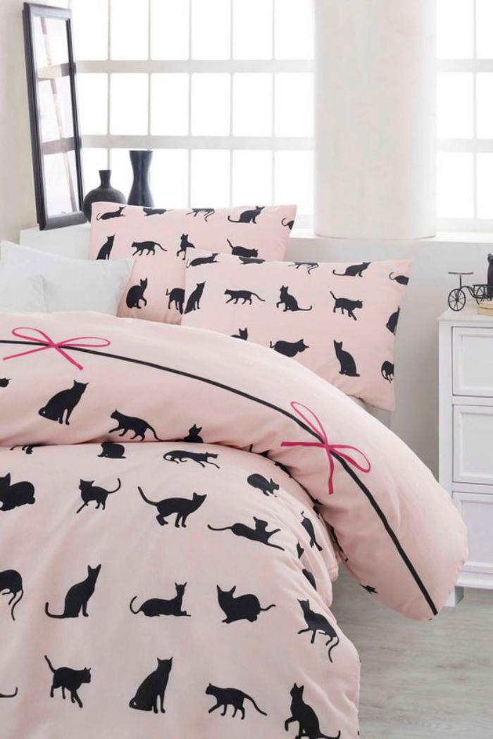 parures-de-lit-roses-déco-de-lit-chats-noirs