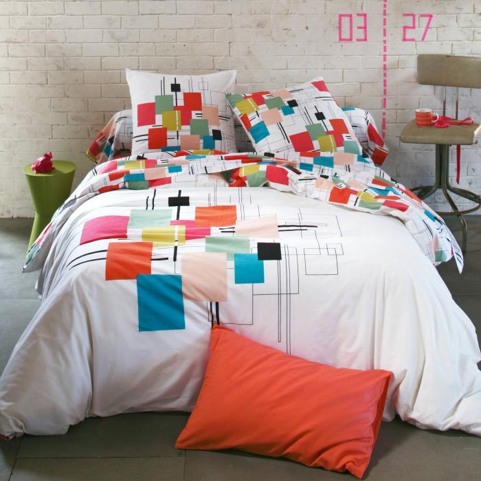 parures-de-lit-jolie-chambre-à-coucher-simple-et-belle