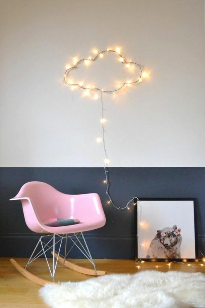 peindre-une-pièce-en-deux-couleurs-mur-en-blanc-et-gris-chaise-en-plastique-rose-sol-en-parqeut-clair