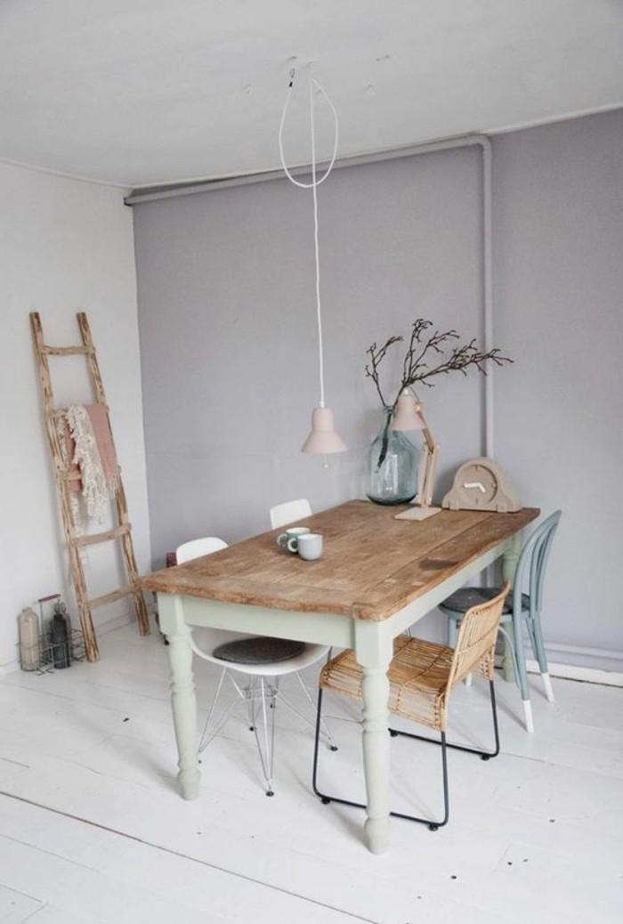 peindre-une-pièce-en-deux-couleurs-murs-gris-blancs-meubles-de-cuisine-en-bois-sol-planchers
