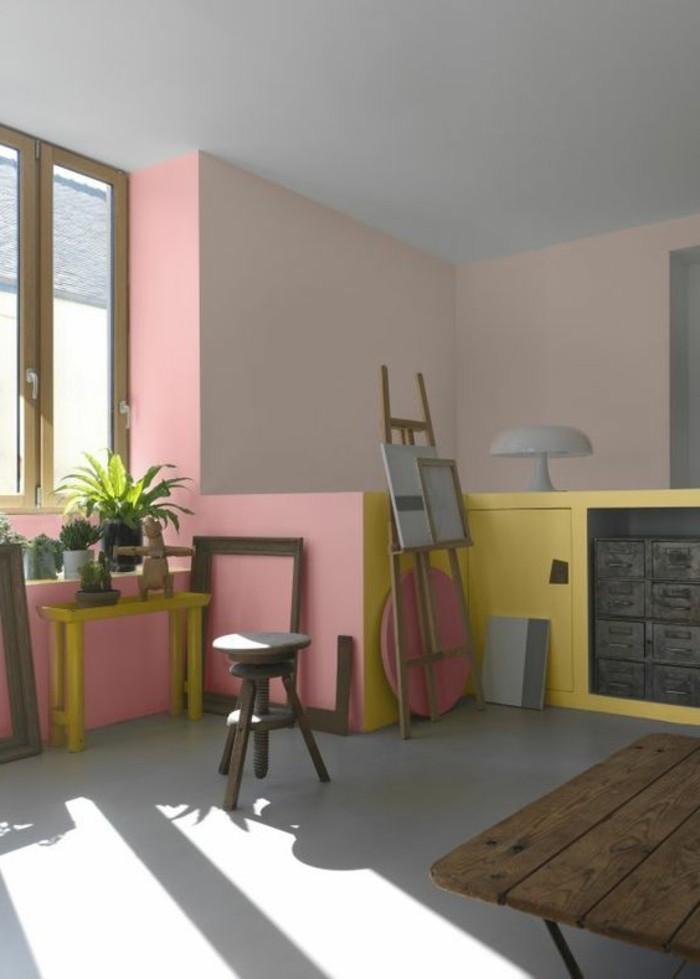 peindre-une-pièce-en-deux-couleurs-rose-et-beige-meubles-en-bois-dernieres-tendances