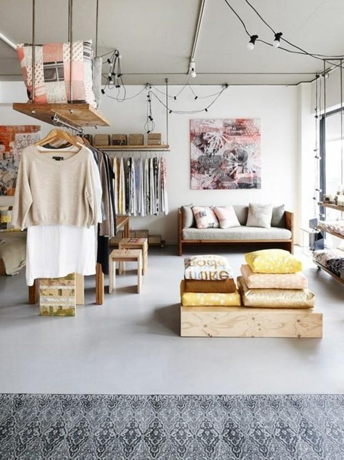 petit-salon-avec-meubles-en-palettes-en-bois-clair-aménager-un-petit-salon-idee-deco-sejour