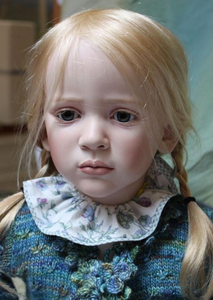 poupée-réaliste-blonde-art-incroyable