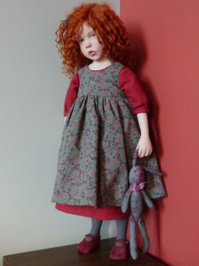 poupée-réaliste-cheveux-rouges-poupées-art-incroyables