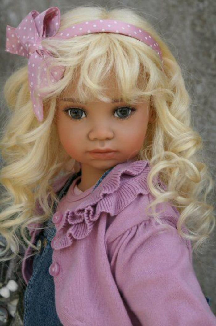 poupée-réaliste-jolies-poupée-gilet-lilas