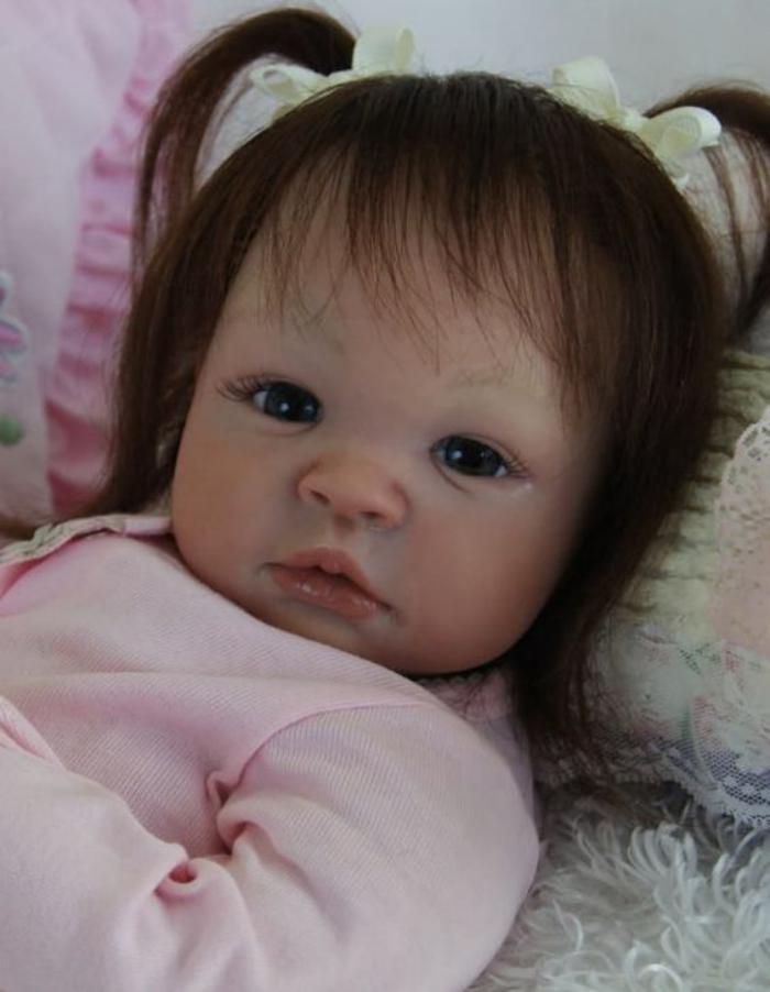 poupée-réaliste-jolie-petite-fille-reborn