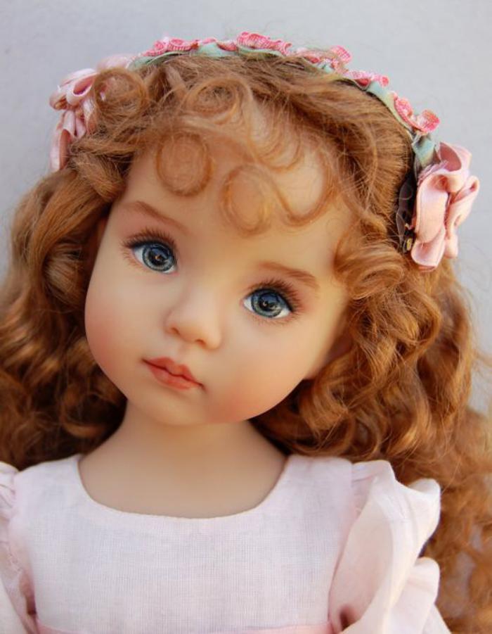 poupée-réaliste-jolie-petite-fille-yeux-bleus