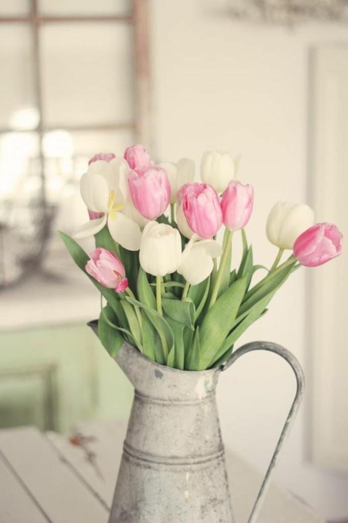 ravissant-image-du-printemps-date-de-2016-idée-quand-le-printemps-tulipes-vase-maison