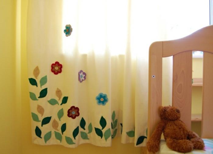 rideaux-chambre-fille--fleurs-et-petit-ours-resized