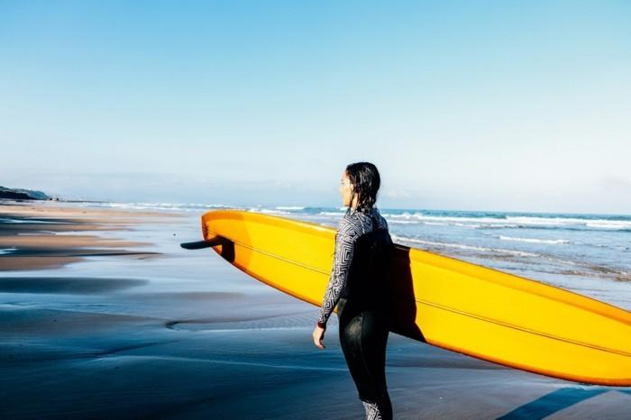 rip-curl-femme-combinaison-surf-pas-cher-s-habiller-bien-confort-a-la-plage-belle-femme-pret