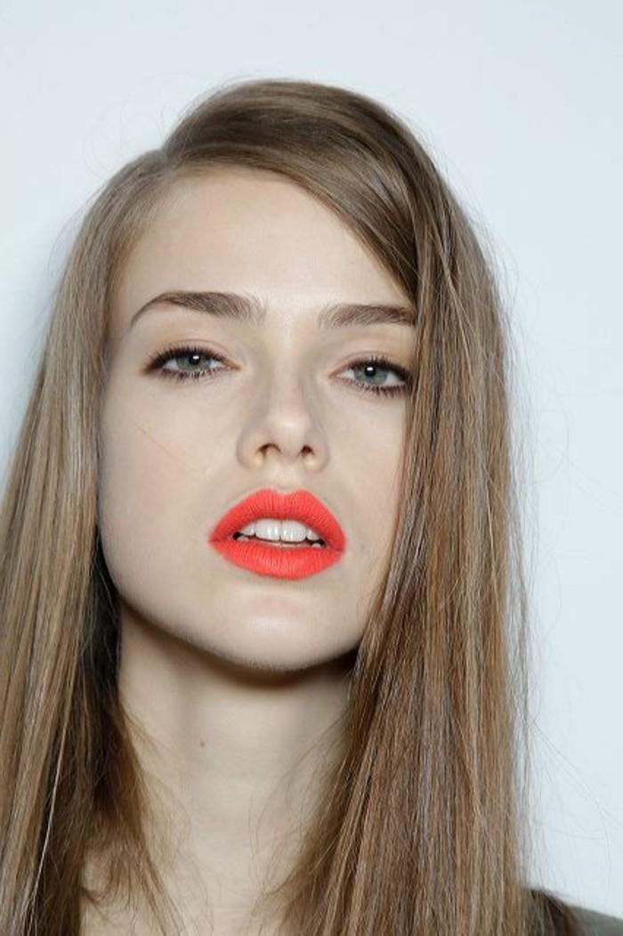 rouge-a-levres-pas-cher-couleur-orange-fille-blonde