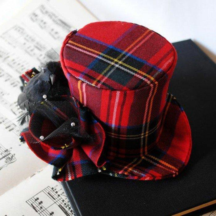rouge-vermillon-chapeau-élégante-une-idee-à-representer-carré