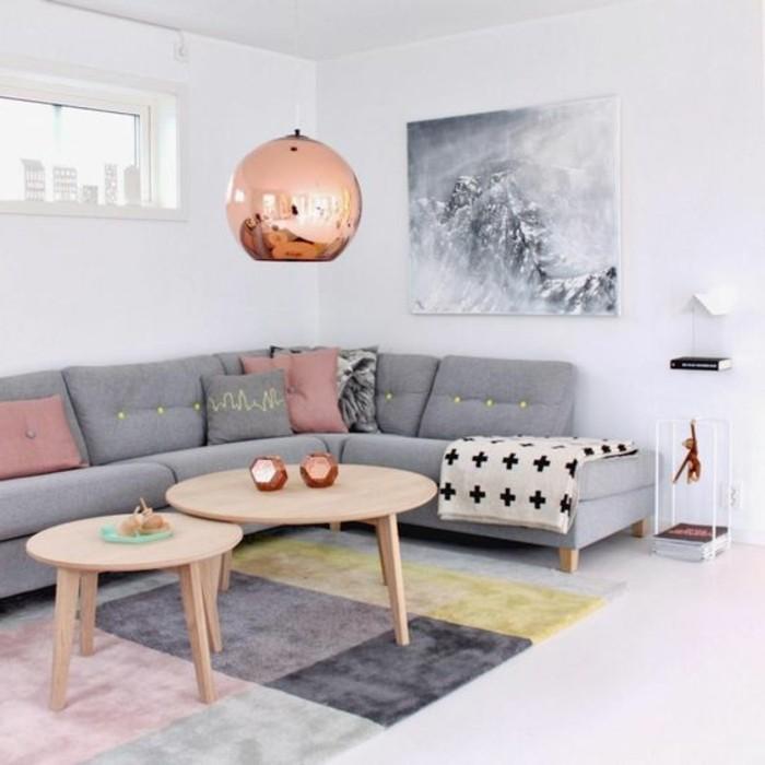 wohnzimmer deko pastell:salon-avec-canapé-gris-d-angle-tapis-coloré-salon-table-en-bois