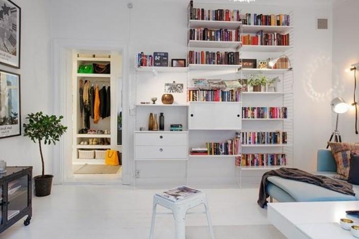 salon-blanc-aménagement-petit-salon-sol-planchers-blancs-meubles-chic