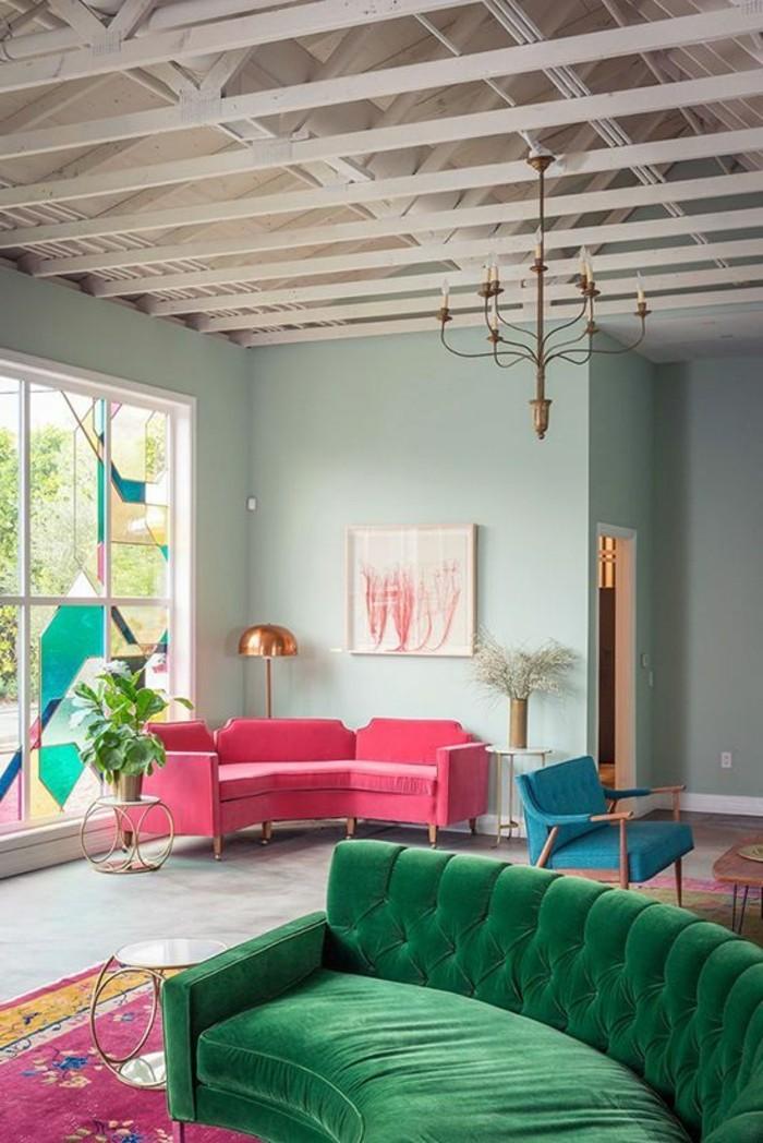 salon-coloré-canapé-vert-murs-bleus-clairs-meubles-de-salon-chic-murs-bleu-clair
