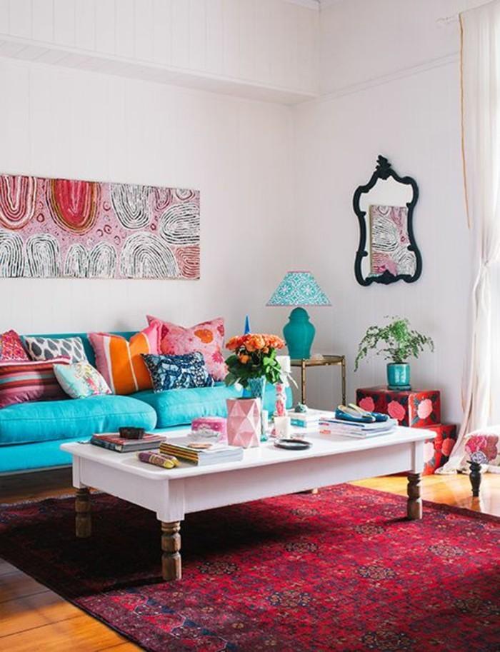 salon-coloré-tapis-rouge-meubles-de-salon-chic-table-de-salon-basse