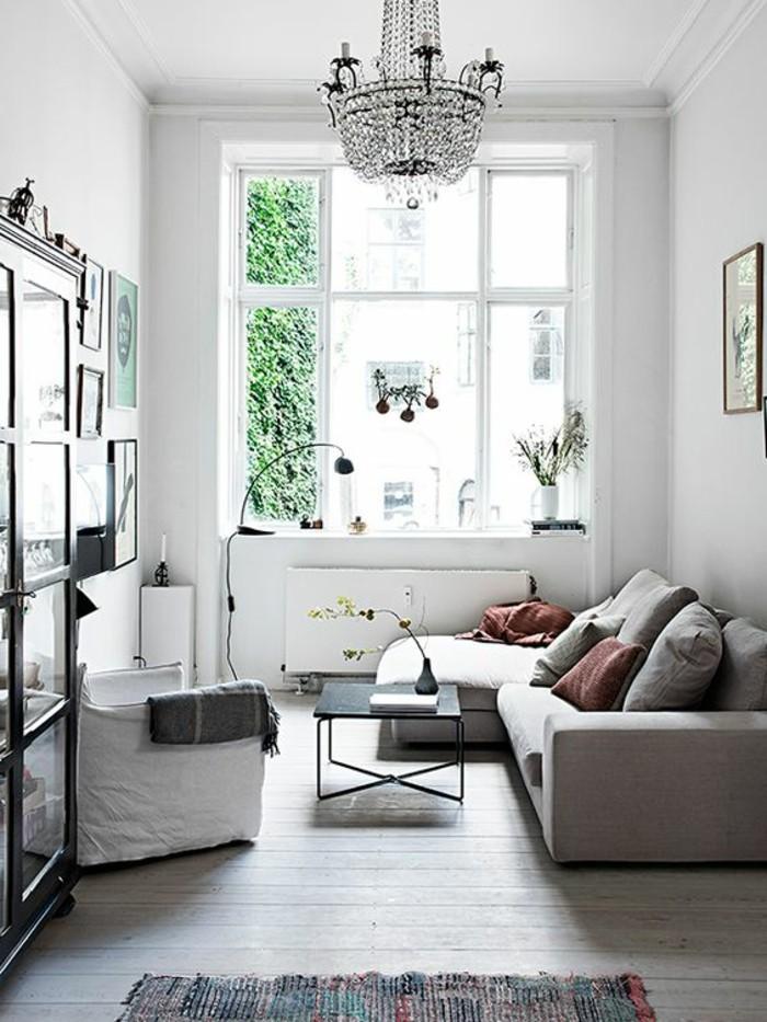 salon-de-style-baroque-tapis-coloré-sol-en-parquet-aménager-un-petit-salon-amenagement-petit-salon