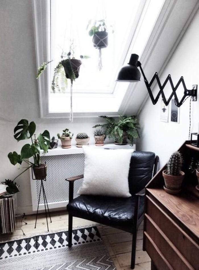 salon-sous-pente-sol-en-parquet-clair-meubles-dans-le-salon-aménager-un-petit-salon