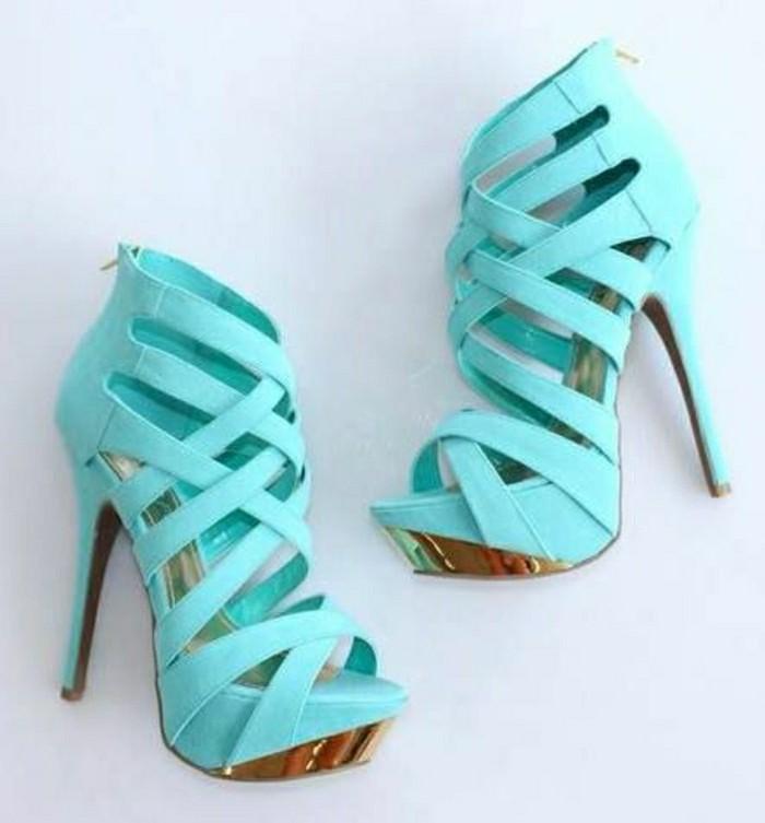 sandales-à-talons-de-couleur-bleu-clair-les-meilleurs-tendances-de-la-mode